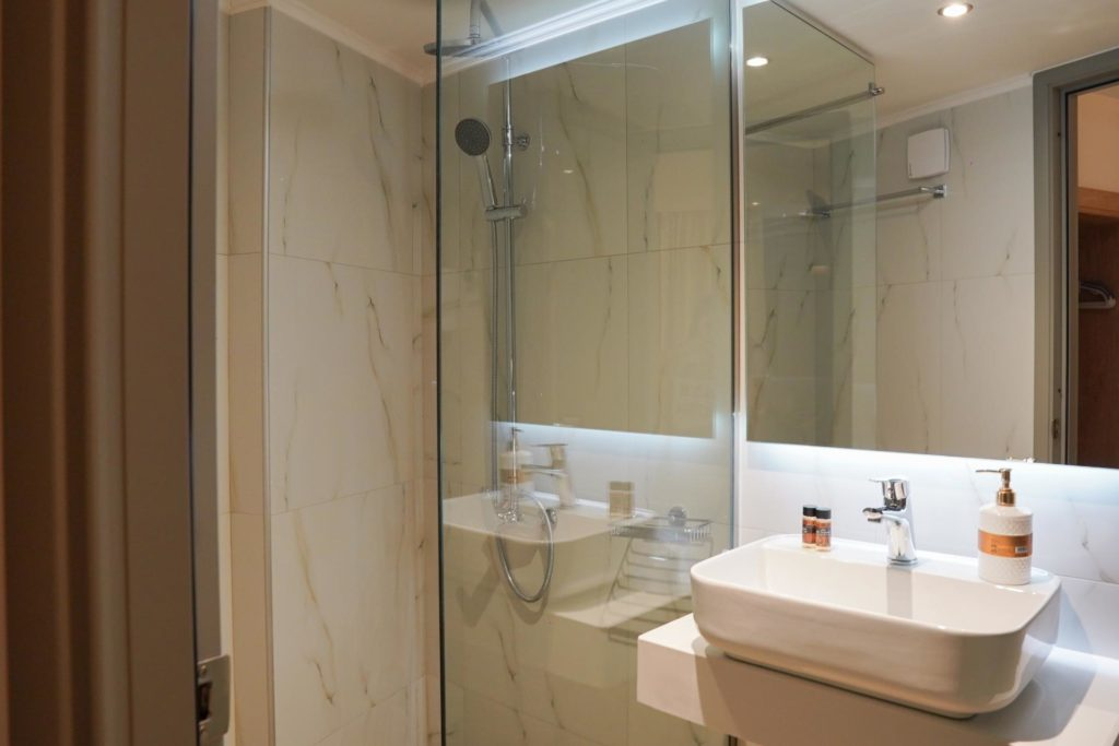 Quadruple Room Bathroom 2-Marvel Deluxe Rooms Heraklion Crete