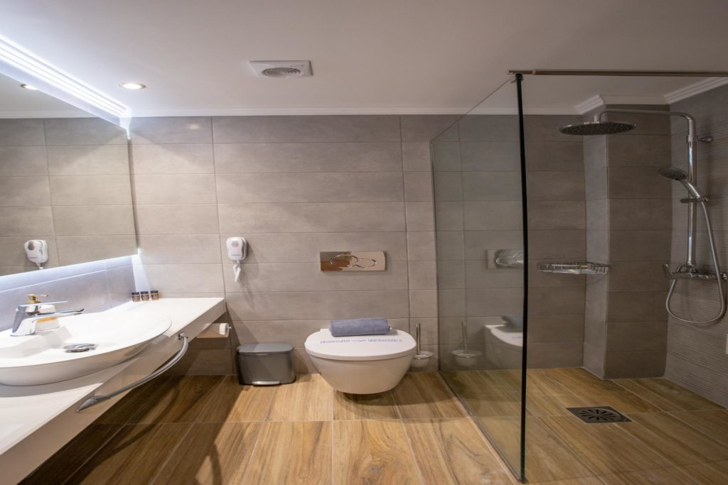 Quadruple Room Bathroom 4 Marvel Deluxe Rooms Heraklion Crete