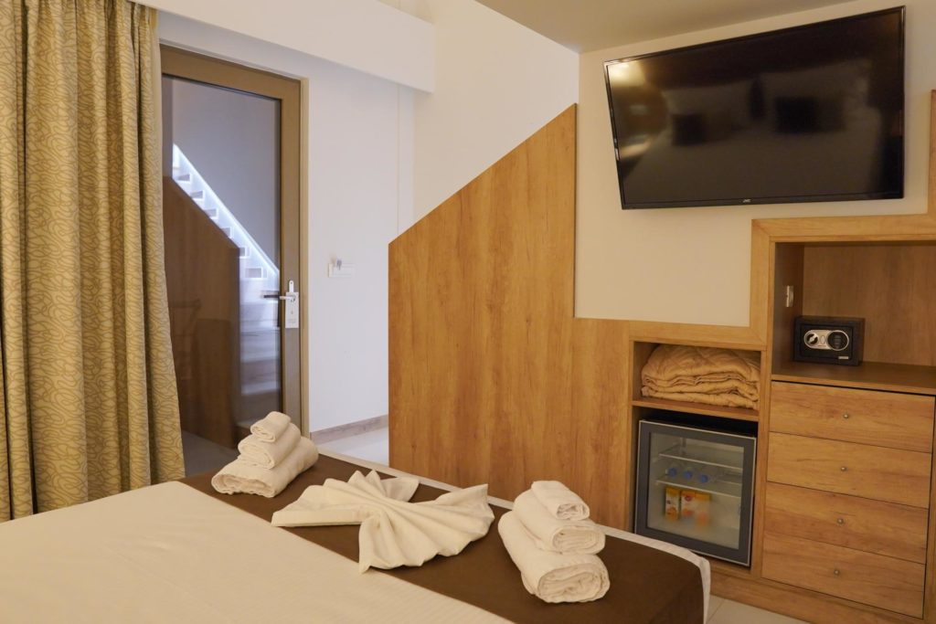 Quadruple Room Bed & TV-Marvel Deluxe Rooms Heraklion Crete